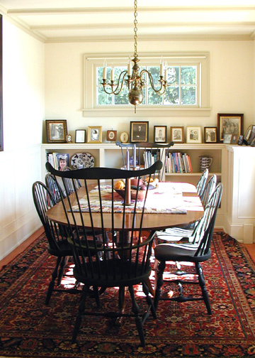 Queen Anne Table & Chairs